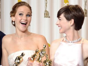 jenn lawrence and anne hathaway